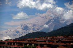 Cenizas volcánicas del Volcán de Fuego, visto desde Palin, al sur de la Ciudad de Guatemala (Moisés Catillo/AP)