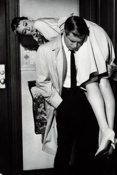 Audrey Hepburn & George Peppard in Breakfast at Tiffany's 1961.
