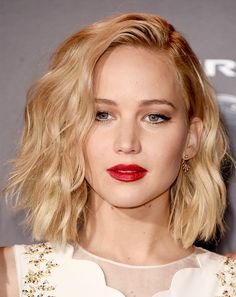 #NowPinning: Jennifer Lawrence's Best Platinum Hair Moments via @ByrdieBeautyAU