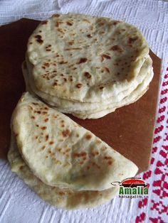 Placinte pe lespede Cookie Recipes, Dessert Recipes, Desserts, Scones, Pita, Romanian Food, Food And Drink, Cookies, Breakfast