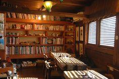 6次元 Cafe Shop, Cafe Bar, Book Cafe, Spiral Staircase, Cozy Fashion, Book Nooks, Bookshelves, Restaurant, Space