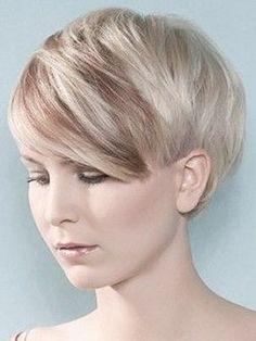 Senza dubbio, i tagli capelli corti biondi 2015 esprimono grande sicurezza. Lavorando anche su altri aspetti della moda come il trucco e l'abbigliamento, completi un fascino da far girare la testa.  #taglicapellicorti