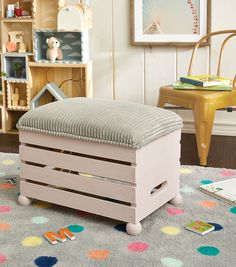 How To Make a Wooden Crate Ottoman - DYI Furnishings and Decor - Pallet Ottoman, Crate Ottoman, Crate Bench, Crate Seats, Diy Ottoman, How To Make Ottoman, Old Crates, Wooden Crates, Wooden Diy