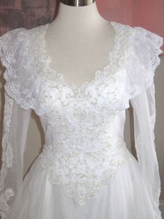 beautiful vintage white italian lace wedding gown by ZoeMaude, $150.00. The lace is goregous, the neck line modest, and the sleeves are pretty. Me want!