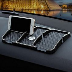 Car Dashboard iPhone Stand Anti-slippery Mat with Bling Crown Support de voiture pour iPhone avec tapis anti-glissant et couronne Bling Bling Car Accessories, Car Interior Accessories, Vehicle Accessories, Volkswagen New Beetle, Volkswagen Golf, Girly Car, Car Essentials, Iphone Stand, Pt Cruiser