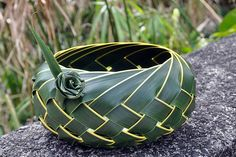 Handmade with coconut leaves Flax Weaving, Willow Weaving, Basket Weaving, Coconut Leaves, Flax Flowers, Leaf Crafts, Maori Art, Palm Fronds, Found Art