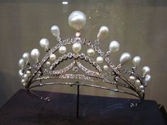 Pearl and Diamond Tiara by Chaumet - made for Isabelle, Countess of Paris - family sold it back to Chaumet who sometimes lend it back to them for an event Royal Crown Jewels, Royal Crowns, Royal Tiaras, Royal Jewelry, Tiaras And Crowns, Fine Jewelry, Diamond Tiara, Circlet, Fantasy Jewelry