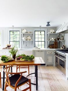 Open Kitchen island with Seating. Open Kitchen island with Seating. 37 Multifunctional Kitchen islands with Seating Beautiful Kitchen Designs, Beautiful Kitchens, Cottage Kitchens, Home Kitchens, Country Kitchens, Farmhouse Kitchens, Kitchen Dining, Kitchen Decor, Kitchen Tables