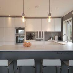 K I T C H E N ☆ _________________________________ Ha en riktig fin kveld ♡ _________________________________ #funkisjul @funkis_tine #kitchen #kitcheninspiration #kitcheninspo #chritmasdecorations #kubus8 #bylassen #mykitchen #marble #marblelamps #grey #futurenordichome200k @futurenordichome #ikeanorge #whitekitchen #vackrahem #skandinaviskahem #skandinaviskehjem #nordiskehjem #kjøkken #kjøkkeninspo #kjøkkeninspirasjon #ikeakjøkken #valmuefrø #jotunlady