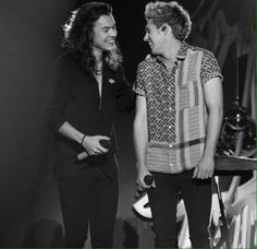 Niall & Harry - My cute boys 😍😍😍 One Direction Louis, One Direction Pictures, Niall Und Harry, One Direction Wallpaper, Harry Styles Pictures, Best Friendship, Liam Payne, Louis Tomlinson, Cool Bands