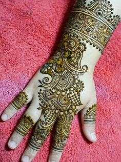 Are you interested to adore simple mehndi designs on palm on chand rat? Mojaritoy of the girls and women move to the mehndi artists or saloons for the best mehndi design. Henna Hand Designs, Dulhan Mehndi Designs, Mehandi Designs, Mehndi Designs Finger, Mehndi Designs For Girls, Modern Mehndi Designs, Mehndi Designs For Fingers, Wedding Mehndi Designs, Mehndi Design Pictures