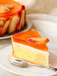 Cake with cream and jelly peaches - La Torta alla crema e gelatina di pesche è una preparazione fresca e delicata, che servita in modo scenografico può diventare davvero raffinata. #tortaallepesche #tortapesche
