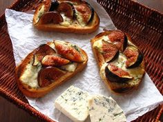 Fig and Blue cheese bruschetta. Recipe in English and Polish