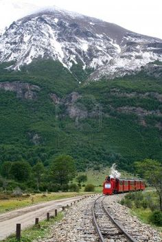 The train of the End of the World, in Ushuaia  Argentina , is coming