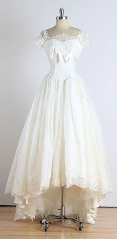 Trousseau . vintage 1950s dress . vintage by millstreetvintage #vintage1950sdresseswedding