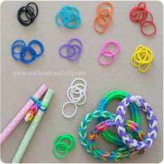 How to make pretty rubber band bracelets using two pencils.