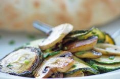 Zucchini-Pilz-Pfanne Zucchini Mozzarella, Sprouts, Food And Drink, Low Carb, Meat, Vegetables, Super, Yummy Food, Food Dinners
