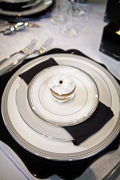 52 Elegant Black And White Wedding Table Settings | Weddingomania