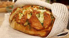 Varmt vitlöksbröd med smält ost