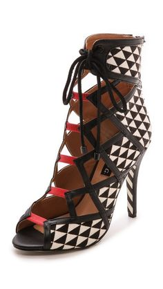 The Alejandra G 'Wanda' Sandals gets a cool graphic edge from a geometric pattern, get it here: http://rstyle.me/~2J4kA