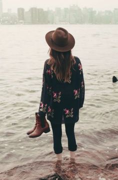 crisp fall airs' a blowin. fall floral, skinnies, ankle boots and hat.