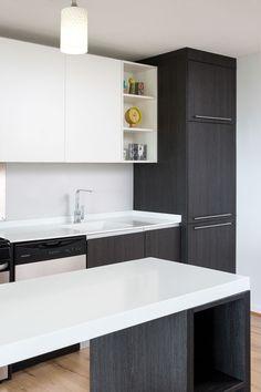 Podemos encontrar KRION®, en las encimeras de cocina e islas de estos amplios y modernos apartamentos, en su color más conocido 1100 Snow White - Solid...