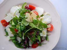 Salată cu avocado, ridichi albe și parmesan.  Avocado, white radish and parmesan salad