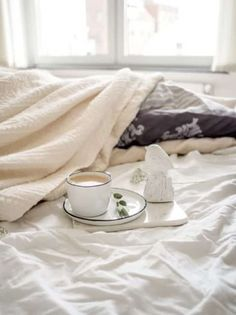 Gorgeous organic linen bedding brands that will make you want to stay in bed all day Healthy Morning Routine, Meditation, Buy Bed, Stay In Bed, Health And Wellbeing, Mental Health, Linen Bedding, Bed Linens, Bedding Sets