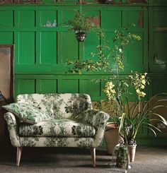 Botanical love seat - perfect for our garden room! Interior Exterior, Home Interior, Interior Design, Palette Verte, Living Colors, Living Spaces, Living Room, Green Rooms, Green Walls