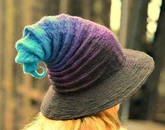 Rainbow Halloween Witch Hat. Wizard Hat. Fantasy von HandiCraftKate