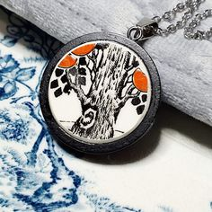 This beautiful pendant by @brokenbydesign is handcrafted from a ceramic shard from English pottery house, CROWN DUCALL, and features part of an orange tree. ~*~ #creatorslane #handmadejewellery #handcraftedjewellery #crownducall #orangetree #vintageceramics #vintagepottery #upcycled #upcycledjewellery