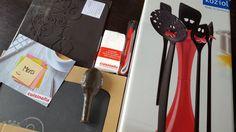 Hello, Aujourd'hui, un nouveau concours fait son apparition sur le blog en partenariat avec Cuisinella qui vous propose de gagner un joli kit de cuisine Koziol, la marque allemande fun et tendance d'accessoires utiles, beaux et ludiques, autour de leur... Can Opener, Isabelle, Blog, Hui, Pageants, Projects To Try, Brickwork, Blogging