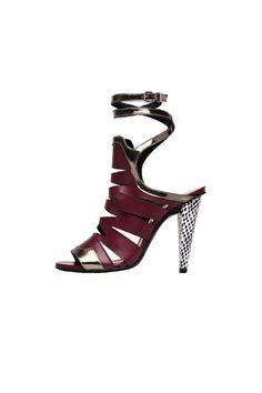Tendencias: Los zapatos más rompedores de 2013En piel color burgundy, con tacón estampado, de Roland Mouret.