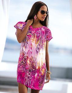 4aeeb126add24c Die Tunika mit brilliantem Print ist durch ihren leichten Stoff ideal für  heiße Sommertage in der