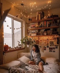 Perfect idea room decoration Find out - neatly fast - Ideas for my new room - Beauty Room Room Ideas Bedroom, Small Room Bedroom, Warm Bedroom, Bed Room, Master Bedroom, Bedroom Ideas For Small Rooms Cozy, Bedroom Corner, Light Bedroom, Bedroom Furniture