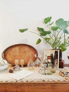 vintage-inspired styling via adore vintage / sfgirlbybay Interior Inspiration, Design Inspiration, San Francisco Girls, Inspired Homes, Vignettes, Vintage Inspired, Creative, Portland Oregon, Vintage Instagram