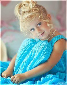 Sweet little girl in Aqua dress. Beautiful Gif, Stunning Eyes, Beautiful People, Cute Girl Image, Girls Image, Precious Children, Beautiful Children, Cute Kids, Cute Babies