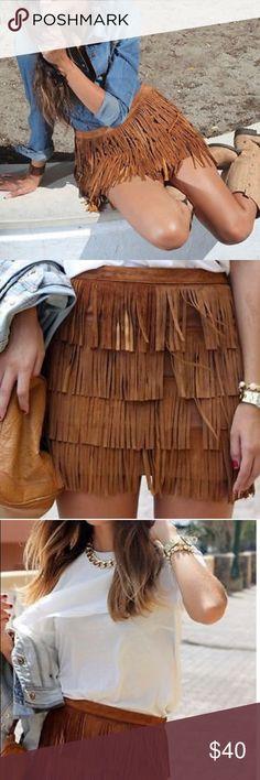 "Zara fringe brown mini skirt size small Pre-loved Zara brown mini fringed skirt. Size small. Flat measurements: 15.25"" waist and 15.5"" length with zipper back. Zara Skirts Mini"