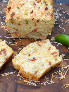 Delciously easy recipe for Bacon Cheese Jalapeno Quick Bread Recipe. Great hot from the oven, as sandwich bread, cubed for dipping or as toast! Breakfast Casserole Easy, Breakfast Recipes, Eat Breakfast, Recipes Dinner, Jalapeno Bread, Jalapeno Poppers, Easy Cooking, Cooking Recipes, Cooking Ideas