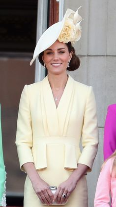 Kate Middleton Photos - Catherine, Duchess of Cambridge and Princess Charlotte of Cambridge during Trooping The Colour, the Queen's annual birthday parade, on June 2019 in London, England. - Trooping The Colour 2019 Looks Kate Middleton, Estilo Kate Middleton, Kate Middleton Photos, Kate Middleton Outfits, Gala Dinner, Fresh Outfits, Cool Outfits, Trooping The Colour, Navy Gown
