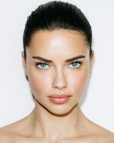 Adriana Lima Face, Adriana Lima Makeup, Braut Make-up, Brazilian Models, Mannequins, Woman Face, Beauty Secrets, Maybelline, Supermodels
