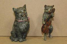 """Plombs dits de Berlin: """"chat assis"""" H. 9 cm (petite déchirure) et"""