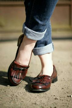 loafers and cuffed jeans. This is my everyday go to, except my loafers are leopard print! Sock Shoes, Cute Shoes, Me Too Shoes, Shoe Boots, Shoe Bag, Shoes Pic, Maroon Shoes, Estilo Tomboy, Style Feminin