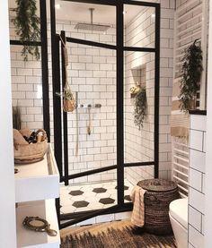 """Inredning (@inredning) Hemma hos @andrea_groot Så himla fint badrum! Takdusch är ett måste under nästa renovering 😳💕 . . .…"""""""
