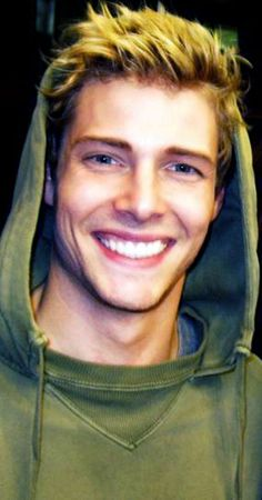 Hunter Parrish, you're fucking perfect.