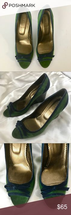 JCrew - Suede Color Block Open Toe Wedges JCrew Suede Color Block Open Toe Wedges Kelly green with navy blue trim Navy blue bow detail Three inch heels Made in Italy Excellent condition JCrew Shoes Wedges