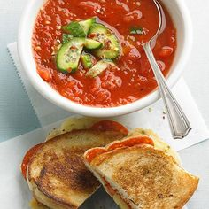 This Roasted Red Pepper Gazpacho with Pepperoni Cheese Toasts comes together in just 30 minutes. More recipes: http://www.bhg.com/recipes/from-better-homes-and-gardens/august-2013-recipes/?socsrc=bhgpin071113gazpacho=14
