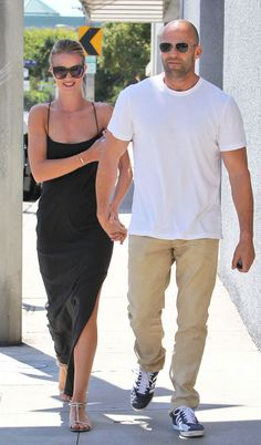 Rosie Huntington look total black and jason statham look total white