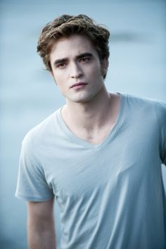 On the website of photographer Kimberley French you can find some new/old movie stills of Twilight Saga NEW MOON and ECLIPSE and some old ones in better quality