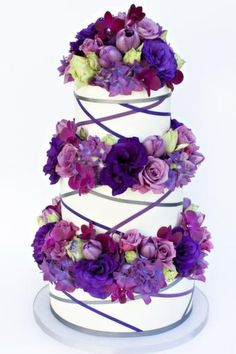 Purple wedding cake @Corrine Toracchio Chapman  pretty!!!